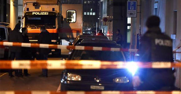 La policía acordona los alrededores del centro islámico en Zúrich. Foto: AFP.