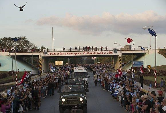 Avanza la Caravana hacia Santiago de Cuba, en el tercer día de peregrinaje por la Isla de las cenizas del Comandante en Jefe. Foto: Ladyere Pérez/ Cubadebate
