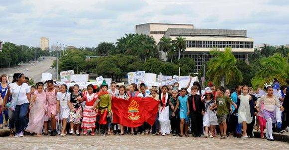 Desfile pioneril martiano en homenaje a José Martí, en ocasión del aniversario 164 del natalicio del Maestro, y en recordación al líder histórico de la Revolución cubana, Comandante en Jefe Fidel Castro Ruz, en La Habana, Cuba, el 28 de enero de 2017.   ACN FOTO/Omara GARCÍA MEDEROS/sdl