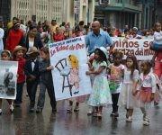 Los infantes desfilan ataviados como personajes del texto martiano La Edad de Oro, en el aniversario 164 del natalicio del Héroe Nacional de Cuba, José Martí, en la ciudad de Matanzas, Cuba, el 28 de enero de 2017. ACN FOTO/Roberto Jesús HERNÁNDEZ/ogm