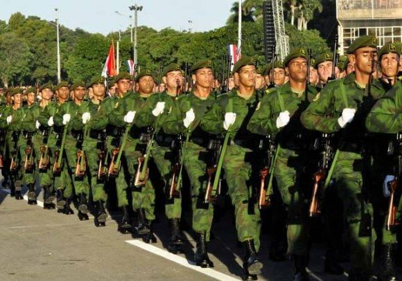El pueblo uniformado. Foto: Roberto Garaycoa Martínez/ Cubadebate