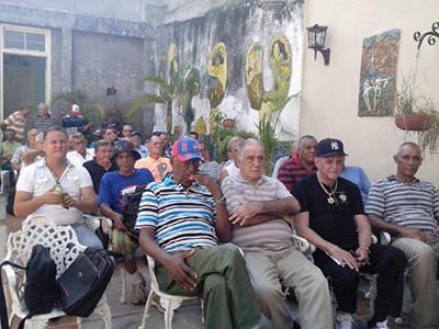 En el Centro Hermanos Loynaz entre Luis González, Roberto Llende y Faustino Corrales.