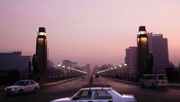 The sun begins to rise as a few cars use the Kasr El Nile bridge, in Cairo, Egypt, early Sunday, Jan. 22, 2017. (AP Photo/Nariman El-Mofty)