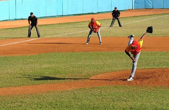 Lesionado, Montieth se fue pronto del box. Foto: Katheryn Felipe/Cubadebate.