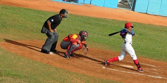 Roel Santos, una bujía desde la proa. Foto: Katheryn Felipe/Cubadebate.