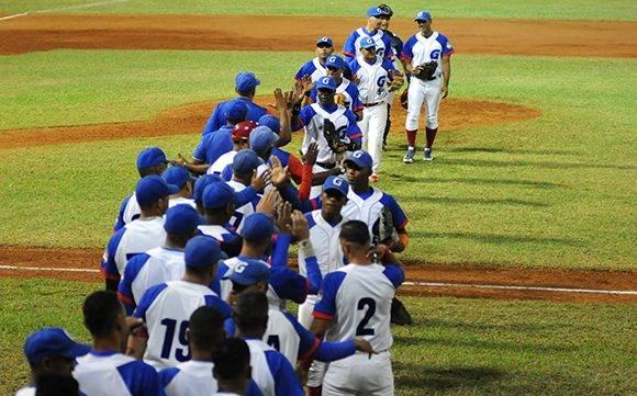 Granma va delante. Foto: Katheryn Felipe/Cubadebate
