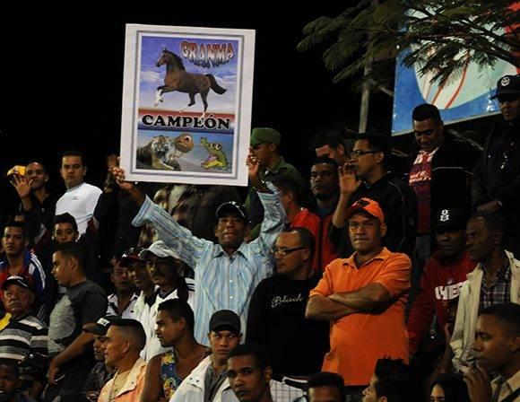 La afición granmense. Foto: Katheryn Felipe/Cubadebate