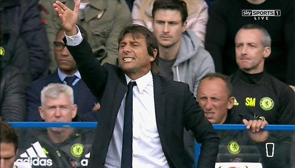 Antonio Conte enfadado con Costa en el partido ante el Leicester. Foto tomada de The Telegraph.