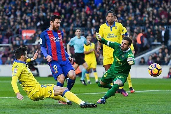 Lionel Messi, del Barcelona, marca el tercer gol de equipo frente a Las Palmas. David Ramos Getty Images.