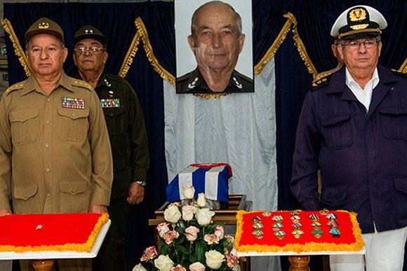 Raúl Castro envía ofrenda floral a exequias del Ministro cubano el Interior