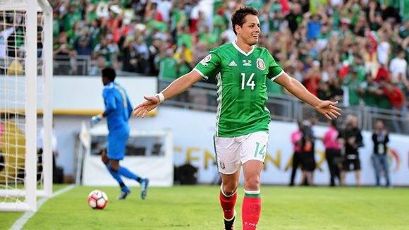 """Javier """"Chicharito"""" Hernández con los colores de su selección. Foto: Getty Images."""
