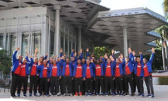 Integrantes del equipo de béisbol, que representará a Cuba en la Serie del Caribe, a desarrollarse en Culiacán, México, luego de la ceremonia de abanderamiento, efectuada en el Memorial Granma, en La Habana, Cuba, el 30 de enero de 2017. ACN FOTO/Omara GARCÍA MEDEROS/ogm