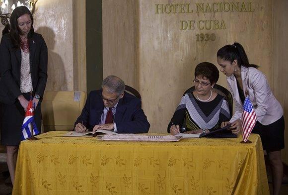 Firman Cuba y Estados Unidos acuerdo sobre salvamento aeronáutico y marítimo