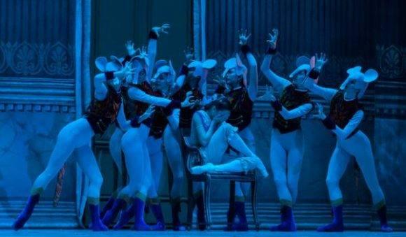 Momento de la obra Cascanueces, interpretado por el Ballet Nacional de Cuba, en la Gala por el Aniversario 58 del Triunfo de la Revolución Cubana, en el Gran Teatro de La Habana Alicia Alonso, el 1 de enero de 2017. Foto: Diana Inés Rodríguez / ACN