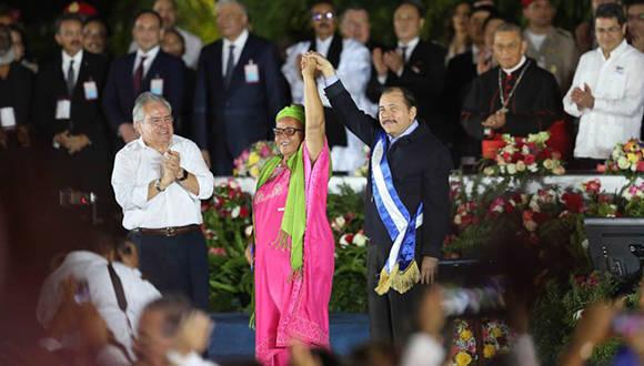 Daniel Ortega y Rosario Murillo toman posesión de sus cargos. Foto tomada de Twitter.