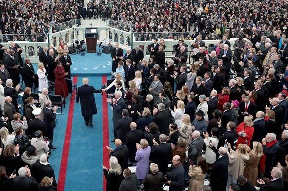 Donald Trump saluda a sus seguidores Foto: AFP.