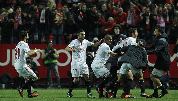 El Sevilla celebra el gol de Jovetic. Foto: Paco Puentes.