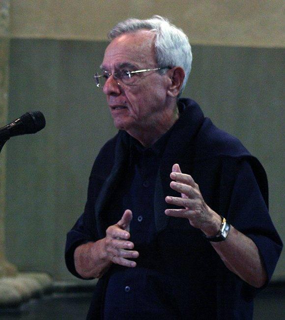 """Eusebio Leal, Historiador de La Habana en el Convento de San Francisco de Asís, durante la presentación del documental """"Nuestro Martí"""". Foto: José raúl Concepción/ Cubadebate."""