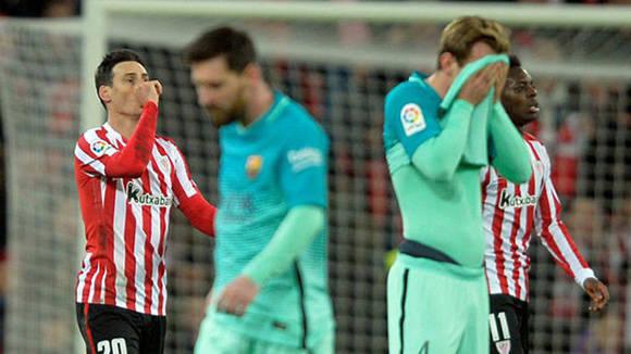 en segundo plano, los goleadores del Bilbao: Aduriz y Williams, delante el sufrimiento del Barcelona representado en Messi y Rakitic. Foto tomada de Marca.