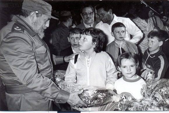 fidel-y-los-ninos-de-chernobil-1