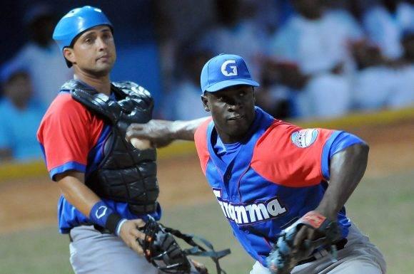Beisbol-Serie-56-Final-CA vs GRM Segundo juego , Lanzador Ganador Noelvis Entenza. Foto: Ricardo López Hevia / Granma / Cubadebate