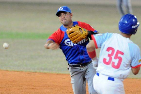Beisbol-Serie-56-Final-CA vs GRM  Segundo juego , Jugada de doble play Manduley