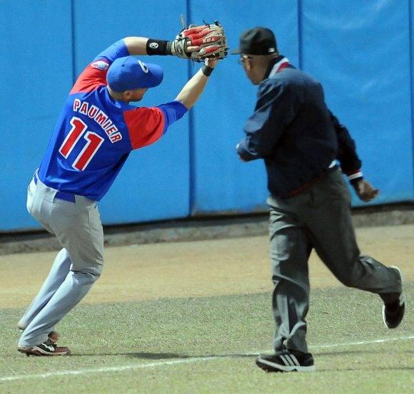 Beisbol-Serie-56-Final-CA vs GRM  Segundo juego , Jugada de defenza en 3sera base Paumier