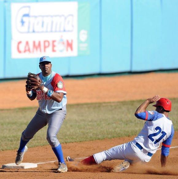 Beisbol-Serie-56-Final-CA vs GRM 4to juego y Final gana Granma y se proclama Campeòn. Foto: Ricardo López Hevia / Granma / Cubadebate
