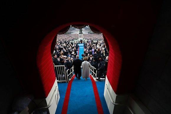 George W. Bush llega con su esposa. Foto: AFP.