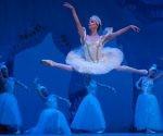 La Primera Bailarina del Ballet Nacional de Cuba, Grettel Morejón, durante su interpretación en la obra Cascanueces, en la Gala por el Aniversario 58 del Triunfo de la Revolución Cubana, en el Gran Teatro de La Habana Alicia Alonso, el 1 de enero de 2017.      Foto: Diana Inés Rodríguez / ACN
