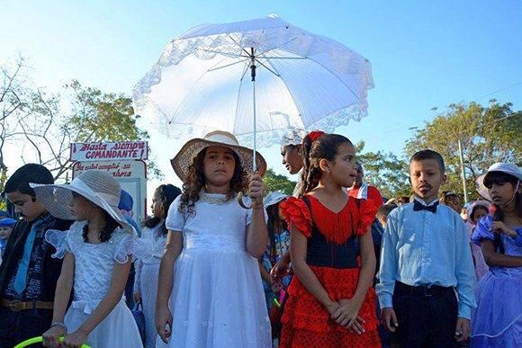 Los niños rinden homenaje al Apóstol. Foto: ACN.