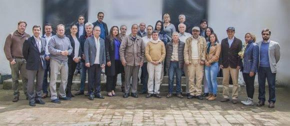 Integrantes de la Delegación del Gobierno, Delegación del Ejército de Liberación Nacional y países garantes. Foto tomada de @ELN_Paz.