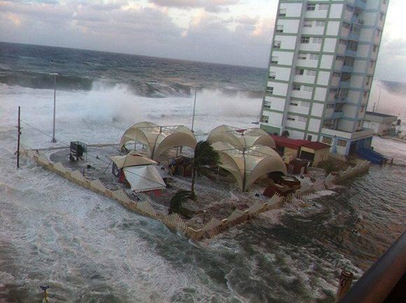 Inundaciones en el litoral habanero (+ Fotos)