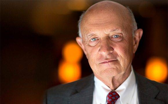El exdirector de la Agencia Central de Inteligencia (CIA) de Estados Unidos, James Woolsey. Foto: The Hill Talk.