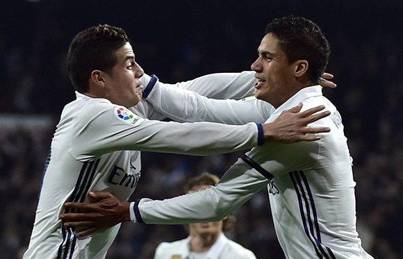 James y Varane, los goleadores del partido. Foto: Gerard Julen/ AFP.