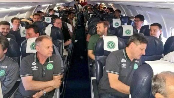La última imagen del Chapecoense antes de salir hacia Colombia. Foto tomada de Mundo Deportivo.