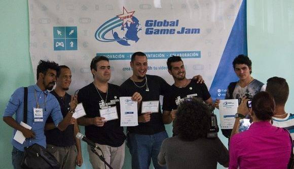 Los creadores de Lost Jammers, premiados por el juego más completo. Foto: L Eduardo Domínguez/ Cubadebate