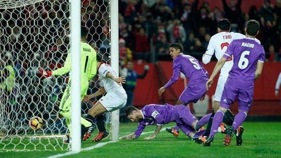El momento del autogol de Sergio Ramos. Foto: Marca