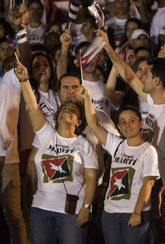 marcha-antorchas-banderas