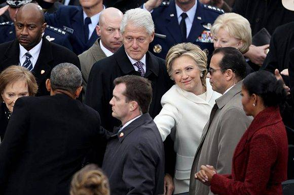 Obama y los Clinton estuvieron presentes en la ceremonia. Foto: AFP.