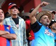 Aficionados granmenses respaldando a su equipo. Katheryn Felipe/Cubadebate