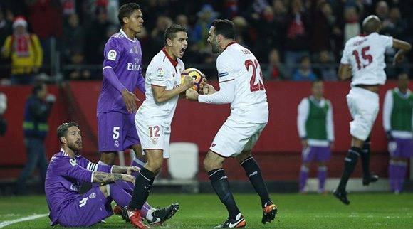 01263c4d6e1 El Sevilla acaba con el invicto del Real Madrid y reanima la Liga ...