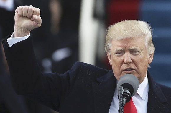 Trump repitió una y otra vez el eslogan de su campaña. Foto: AFP.