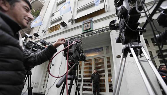 Las cámaras enfocan al edificio de la AFA en una guardia periodística. Foto: AP.