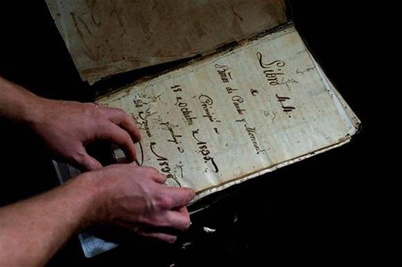 Académicos de EEUU trabajan para salvar archivos coloniales en Cuba