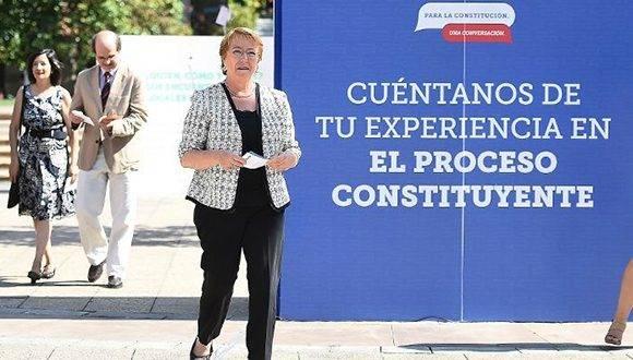 La mandataria chilena llama a la participación en la nueva Carta Magna.