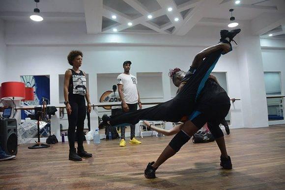Detrás de las cámaras, la preparación de los concursantes. Foto: Facebook de Bailando en Cuba.
