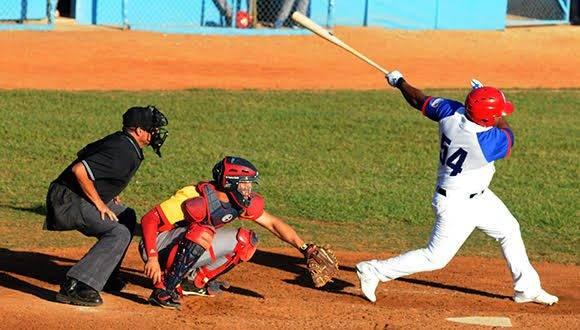 Granma confía en que Alfredo Despaigne lidera la ofensiva contra el pitcheo matancero y lleve el playoff al séptimo y decisivo partido. Foto: Katherine Felipe/ Cubadebate.