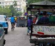 los bicitaxis también son un ejemplo de picaresca y creatividad. Foto: Cinthya García Casañas/ Cubadebate.