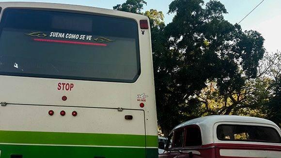 Hasta las guaguas han sucumbido al encanto de esas frases pegajosas. Foto: Cinthya García Casañas/ Cubadebate.